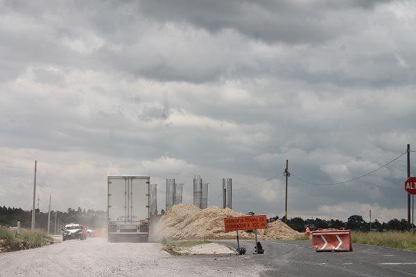 Se oponen pobladores a construcción de puente vehicular para beneficio de Audi