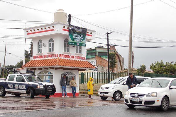Brindan seguridad a visitantes en senderos de la luciérnaga en Nanacamilpa