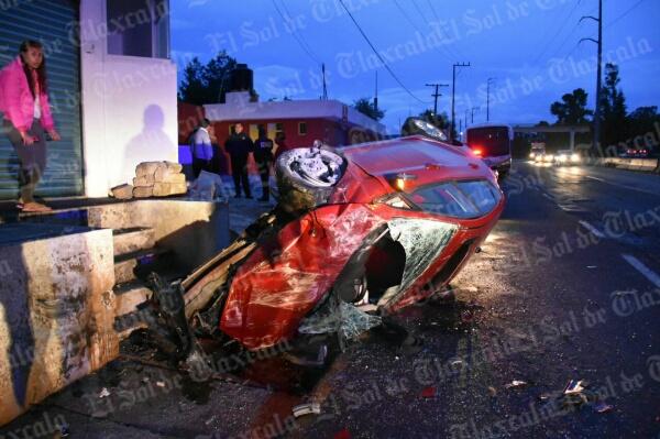 Volcadura en la Apizaco-Tlaxcala deja un lesionado