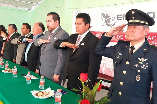 Apadrina el alcalde de Atlangatepec a  egresados de Emsad