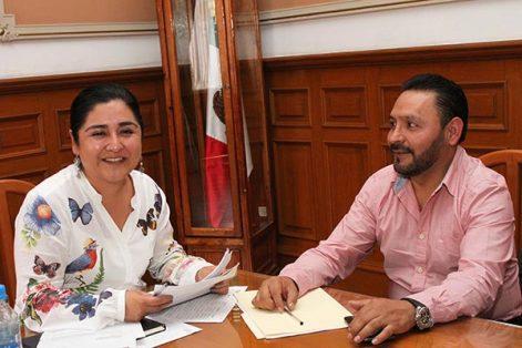 La secretaria de Gobierno, Anabel Alvarado Varela, encabezó una reunión con autoridades municipales de Hueyotlipan, quienes se comprometieron a priorizar el trabajo coordinado para dar los mejores resultados en beneficio de la ciudadanía. /EL SOL DE TLAXCALA