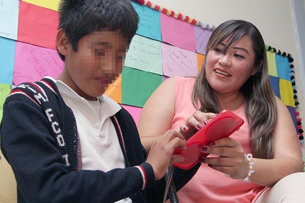 El buen desempeño de José Luis motivó a la maestra Marianela Rodríguez a diseñar materiales didácticos que se adecuaran a las necesidades del estudiante invidente. /EL SOL DE TLAXCALA
