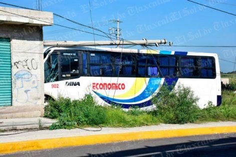 Fuerte accidente deja dos muertos y 18 heridos en Tlaxcala