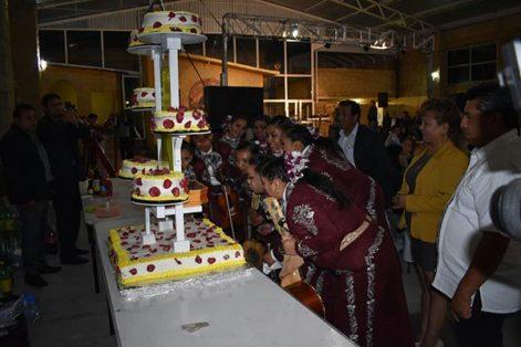 Pastel de aniversario del Mariachi Femenil de América