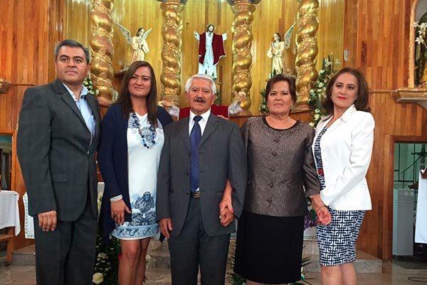 Ana María y Amado celebran 50 años de matrimonio