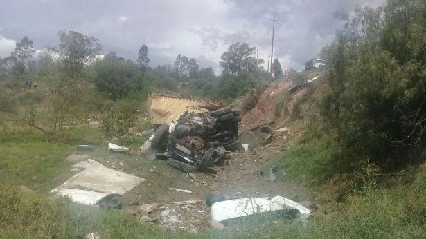 Vuelca tráiler cargado con pólvora en la Texcoco – Calpulalpan