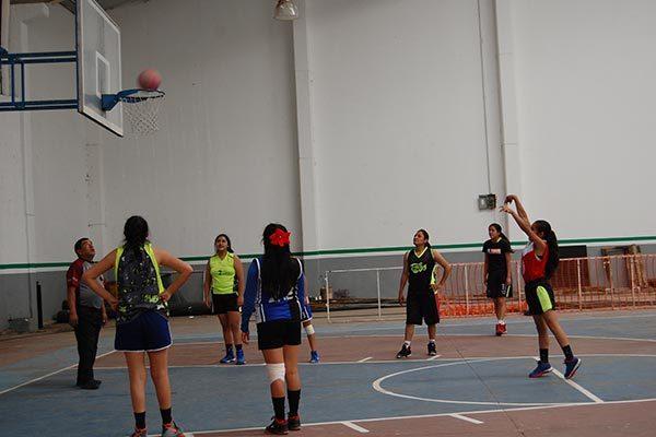 Contundente Sindicatura ante Arcoíris en la liga de baloncesto de Contla