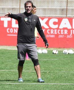 Silvio Rudman, técnico de Coyotes de Tlaxcala, quiere compromiso de sus elementos. /Everardo NAVA