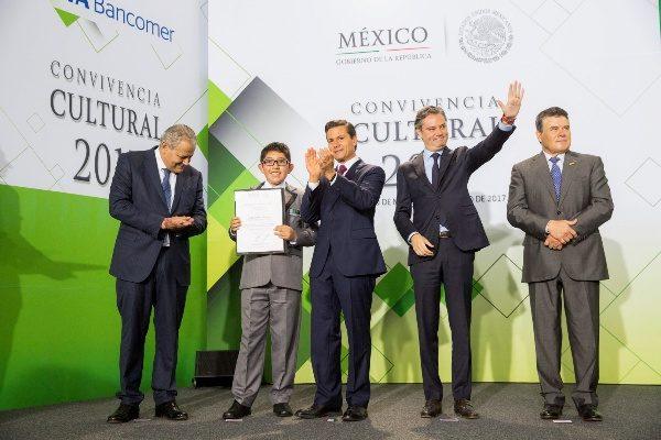 Recibe Presidente de la  República a alumnos  destacados de Tlaxcala