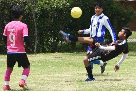 Celebraron un partido de futbol con motivo del Día Internacional de la Juventud en Zacatelco. / Everardo NAVA