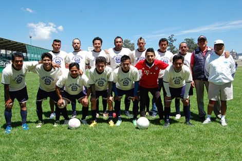 La Concha dejó ir la ventaja en el partido de ida de semifinal en la categoría intermedia de la liga de futbol de Chiautempan