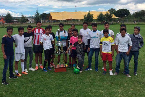 Loquillos de Zacatelco gana  cuadrangular de futbol  celebrado en Axocomanitla