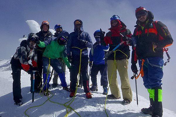 Hace unos días integrantes del curso de alta montaña coronaron la cima del Pico de Orizaba