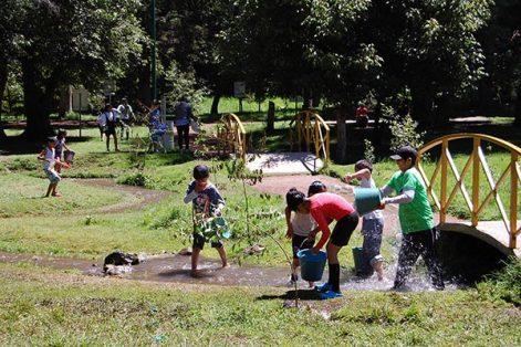 Unos 50 niños realizaron actividades motrices que desarrollaron velocidad, fuerza, coordinación, equilibrio y trabajo en equipo. /Fabiola VÁZQUEZ