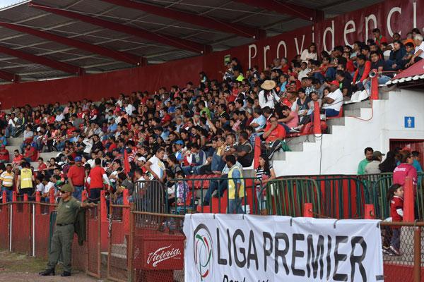 La afición tlaxcalteca respondió al debut del equipo local. / Everardo NAVA