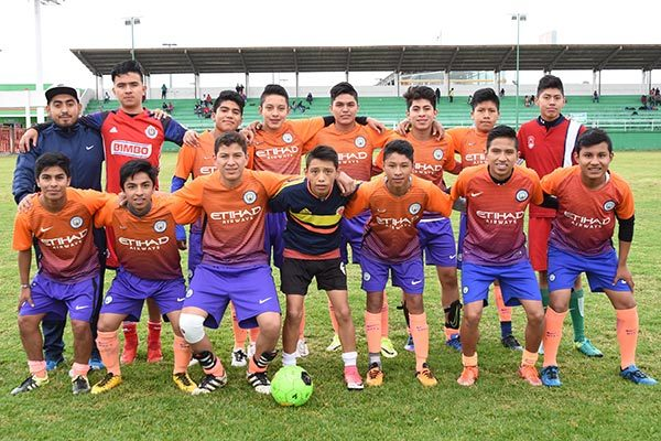 Manchester de la escuela Técnica 4 de Chiautempan, segundo lugar del torneo de futbol soccer. /Everardo NAVA