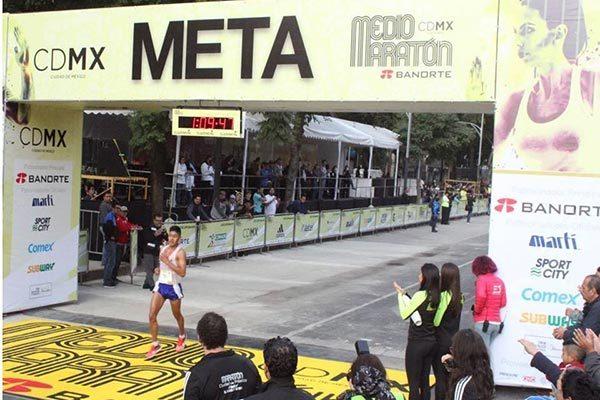 Logra Jesús Nava el sexto lugar del medio maratón de la CDMX