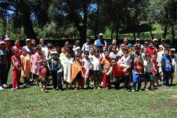 Participan 50 niños en la recreación acuática
