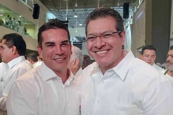 Asiste Marco Mena a informe del gobernador de Campeche