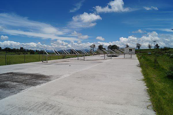 Así lucen las bases que fueron instaladas en la zona de paneles solares, los cuales desaparecieron junto con acumuladores, en la planta de tratamiento de aguas residuales de Mazapa. /Manuel MORALES