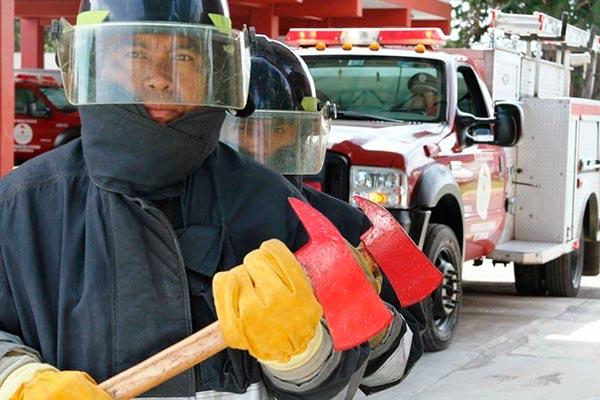 Su trabajo no solo se centra en combatir incendios, sino también caídas de árboles, retiro de enjambres de abejas o ayuda a población vulnerable por fenómenos naturales o en accidentes. /Moisés MORALES