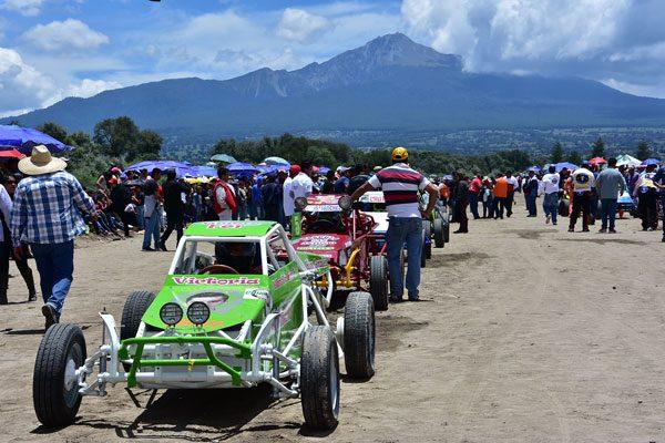 """Compiten unos 150 pilotos  en la """"Carrera de Carcachas"""" en Huamantla"""