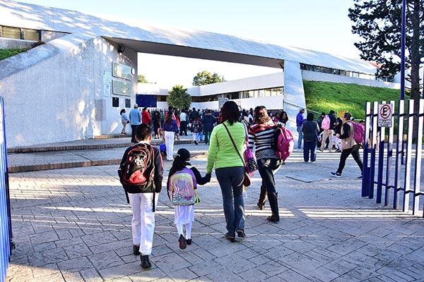 El día de ayer los estudiantes tlaxcaltecas se incorporaron a sus actividades escolares. / Héctor LORENZO
