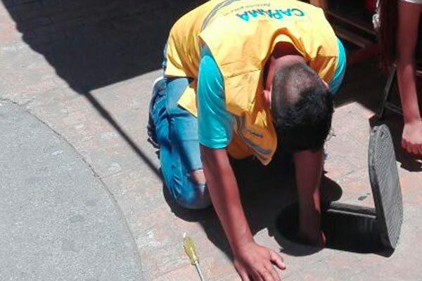 Clausuran 60 tomas clandestinas de agua en mercado de Apizaco