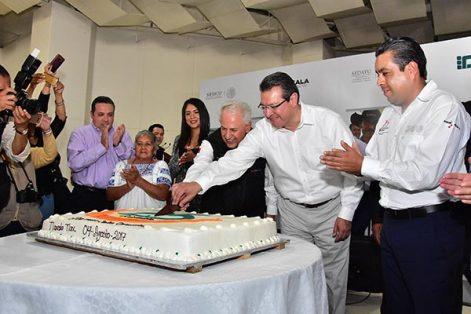 El gobernador Marco Antonio Mena y el titular de la Procuraduría Agraria, Cruz López Aguilar, encabezaron la celebración del 25 aniversario de esta institución. /Héctor LORENZO