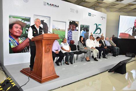 El titular de la Procuraduría Agraria, Cruz López Aguilar, sentenció que el compromiso con el sector primario es construir un campo más justo, además de velar por los intereses de los campesinos y garantizar la defensa del patrimonio de los núcleos agrarios. /Héctor LORENZO