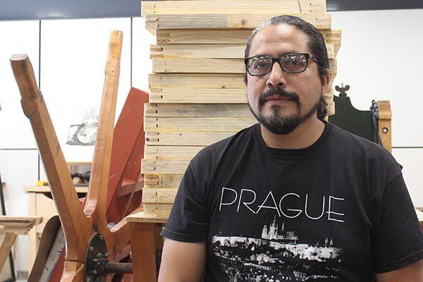 """Imparte Víctor Mora """"La serigrafía utilizada  en su carácter artístico"""""""