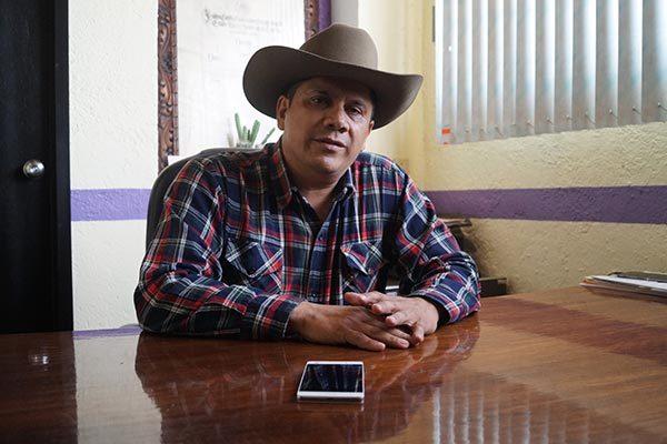 Denunciaremos a maestro abusivo: secretario del ayuntamiento de Calpualpan