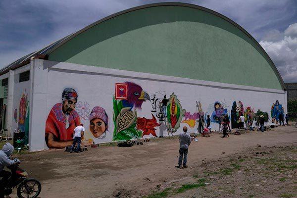 Los muros de la unidad deportiva de Ixtenco sirvieron para que jóvenes plasmaran sus creaciones durante el concurso de grafiti. /EL SOL DE TLAXCALA