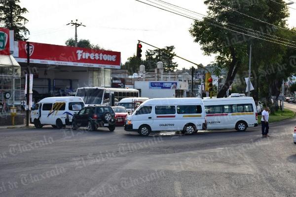 Cierran transportistas bulevar Revolución por asalto y muerte de otro chofer