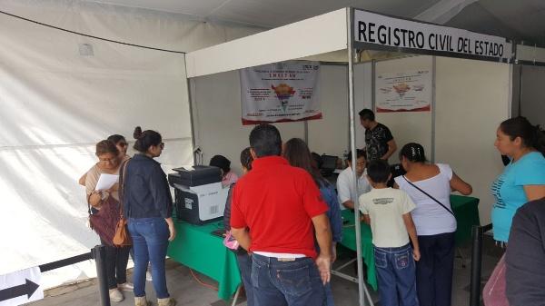 Aprovechan familias descuentos en la Feria de Regreso a Clases