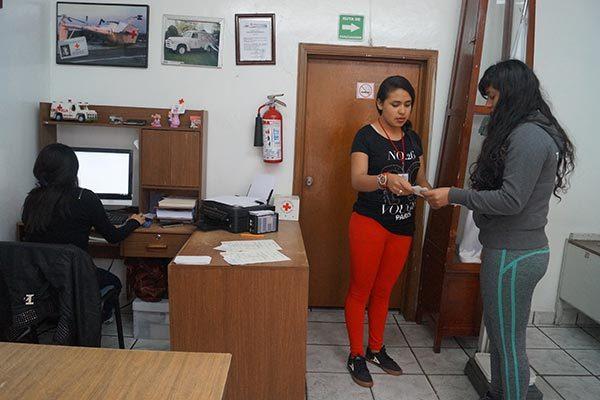 Expide Cruz Roja más de mil certificados médicos en Calpulalpan