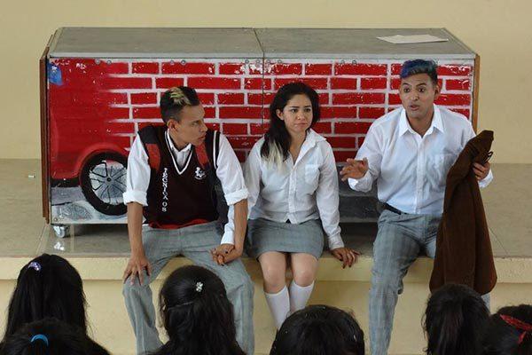 Apoyan a Ximena con función teatral