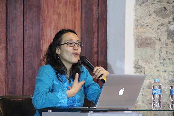Las ponentes Susana Ayala y Francisca Miranda compartieron sus pesquisas sobre el teatro Petul y la labor de los títeres en la pedagogía nacional. /Nora Rachel RAMÍREZ