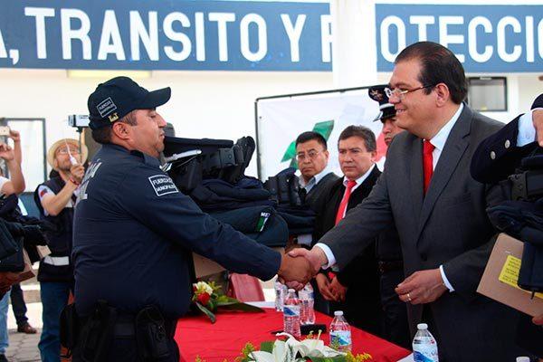 Recibirán policías municipales de Huamantla bono extra durante eventos de feria 2017