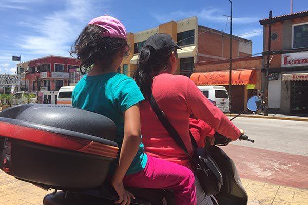 Sin protección debida, circulan motociclistas en Zacatelco
