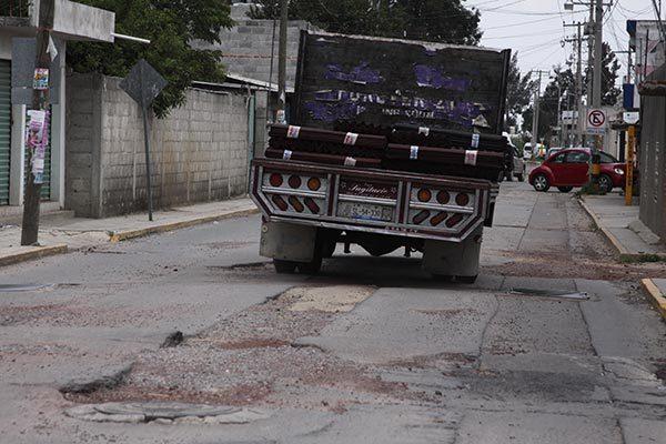 Constructora no solucionó hundimiento de drenaje en San Pedro Xalcaltzinco