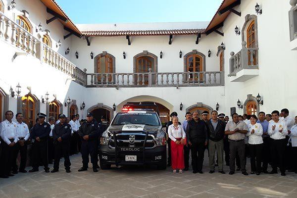 Entrega alcaldesa de Texoloc nueva patrulla para seguridad