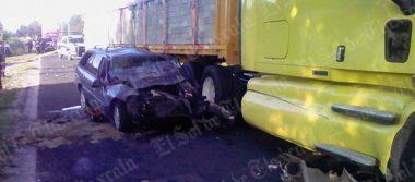 Se accidenta una familia en Tequexquitla; mueren tres