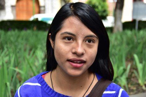 """""""El reto de los jóvenes es conseguir un trabajo, pero también tener estudios superiores. Yo estudio y al mismo tiempo tengo un empleo, es necesario que el gobierno vincule oportunidades para nosotros"""". Maritza Rojas. Tlaxcala."""