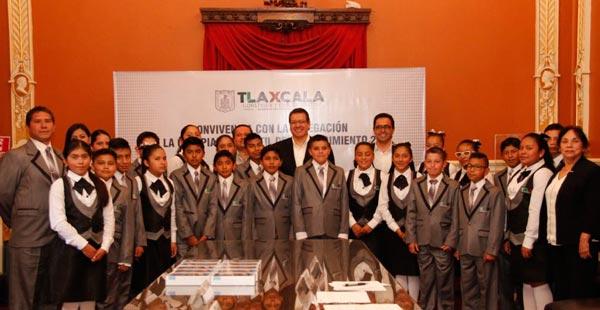 Que el talento de los estudiantes brille por Tlaxcala: Marco Mena