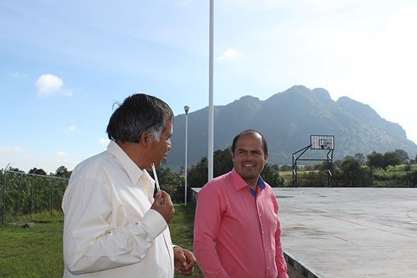 Sanabria Chávez aprovechó para refrendar su compromiso para mejorar las condiciones para la impartición de la educación en todos los niveles oficiales de Santa Cruz Tlaxcala. /EL SOL DE TLAXCALA