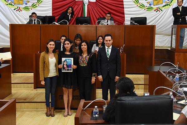Los jóvenes recibieron un diploma que por su participación en la actividad legislativa