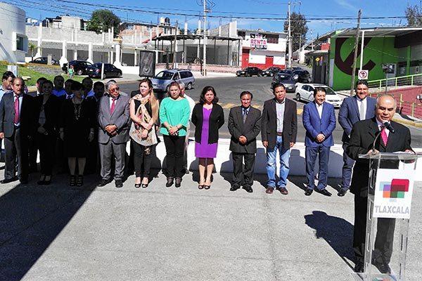 Durante el homenaje de este lunes, el tesorero del ayuntamiento, Alejandro García Arenas, dijo que se debe trabajar para construir un municipio más justo donde cultivemos esos valores cívicos. / EL SOL DE TLAXCALA