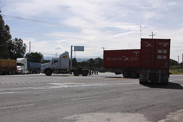 Pobladores y empresarios se oponen al cierre de la carretera en acceso al CIX I