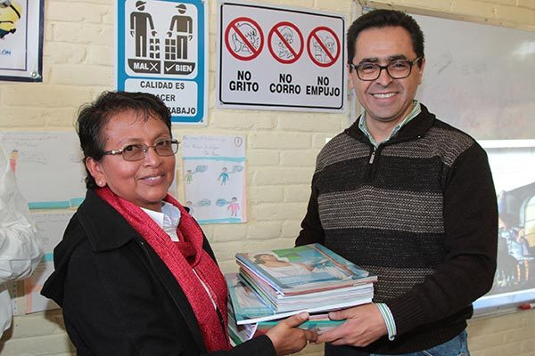 Supervisa titular de la Sepe entrega de libros en escuelas de Tenancingo y Españita
